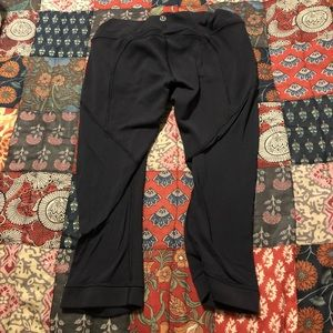 Lululemon Crops Size 4? Black Used condition